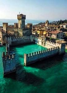 Średniowieczny zamek Sirmione, Włochy