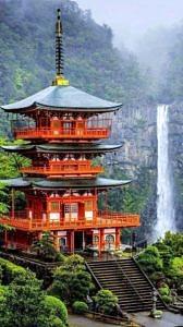 Pagoda Seigantoji i wodospad Nachi no taki